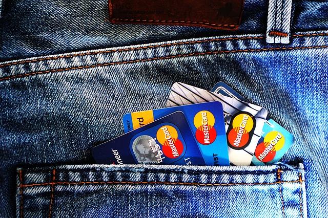 Saiba como economizar em tarifas bancárias